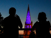 Fotos: Am Wochenende strahlte der Münsterturm in verschiedenen Farben
