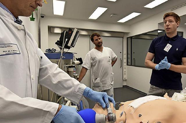 So können Medizinstudenten Notfallsituationen üben, ohne Patienten zu gefährden