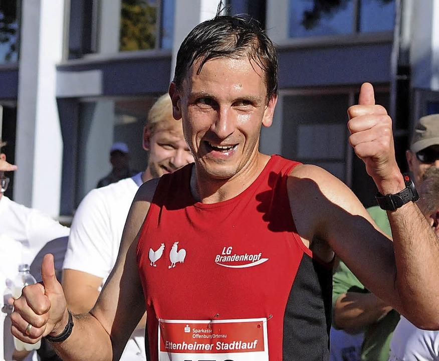 Daumen hoch für die Strecke und das Publikum: Sieger Bruno Schumi    Foto: Wolfgang Künstle