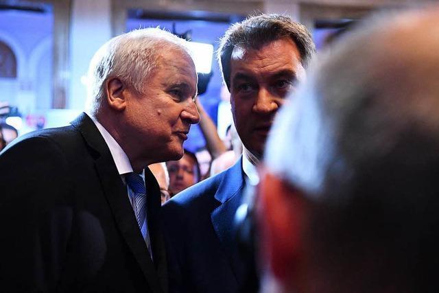 Fotos: Wie die Partien auf den historischen Wahlausgang in Bayern reagierten