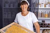 Gabriele Marienhagen stellt in ihrem Keller Nudeln her