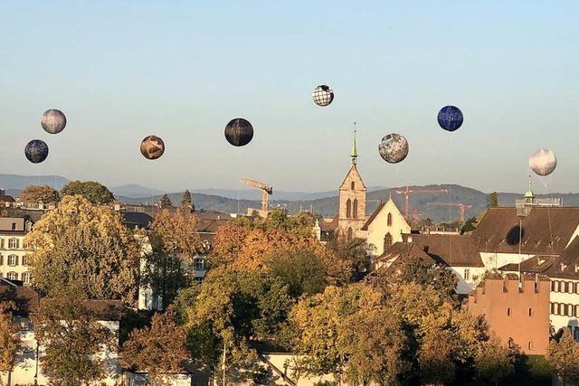 Warum derzeit künstlerische Riesenballons über Basel schweben