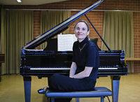 Ulrike Höfer interpretiert Mozart in der ZfP-Festhalle