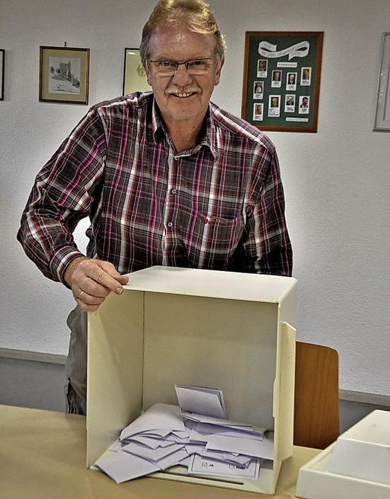 Auszählen war in Landeck nicht schwer,...s waren nur 61 Stimmzettel in der Urne  | Foto: Markus Zimmermann