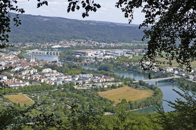 Von der Mumpfer Flüh aus hat man einen beeindruckenden Blick auf Bad Säckingen und den Hochrhein