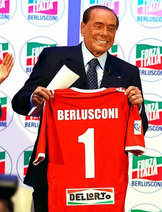 Silvio Berlusconi, Parteichef von Forz... seiner neuen Fußballmannschaft Monza.  | Foto: dpa