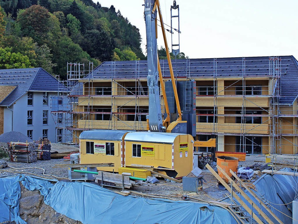 Die beiden Mehrfamilien-Wohnhäuser der...gs- und Pflegekomplexes der Gemeinde.   | Foto: Erich Krieger