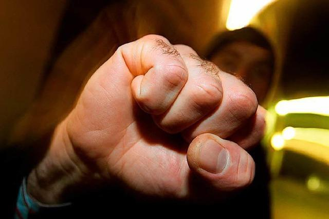Mann schlägt Jugendlichen in Lörrach mit der Faust