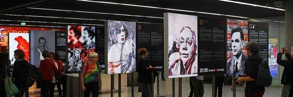 Im Hauptbahnhof ist eine Hommage an LGBTTIQ-Menschen zu sehen
