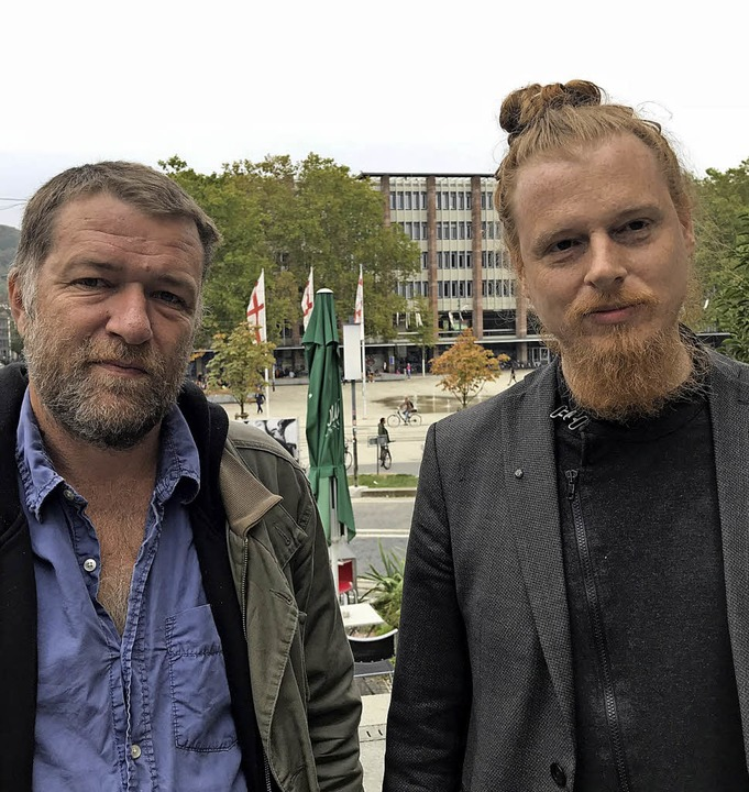 Arbeit im Team: Jernej Lorenci (links), Dramaturg Matic Starina   | Foto: theater Freiburg