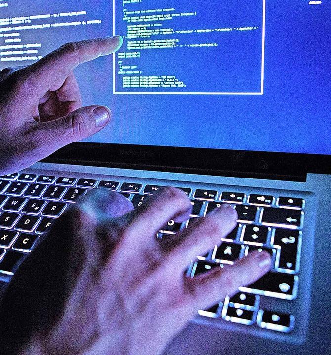 Die beiden Weiler wickelten ihre illegalen Geschäfte im Darknet ab.  | Foto: dpa