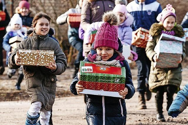 Weihnachtsgeschenke in Schuhkartons