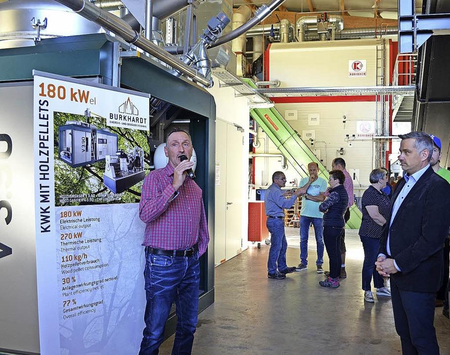 Arnold Berghoff, der leitende Ingenieu...ng) sowie Brennstoffzuführung (grün).   | Foto: Nikolaus Bayer
