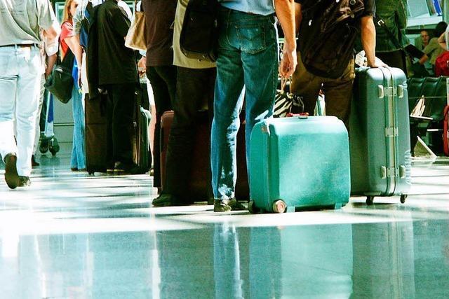 Passkontrollen verursachen am Euroairport lange Wartezeiten