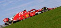 Kimi Räikkönen hilft Sebastian Vettel