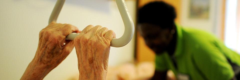 Warum diese Menschen aus dem Ausland Lücken füllen - als Altenpfleger