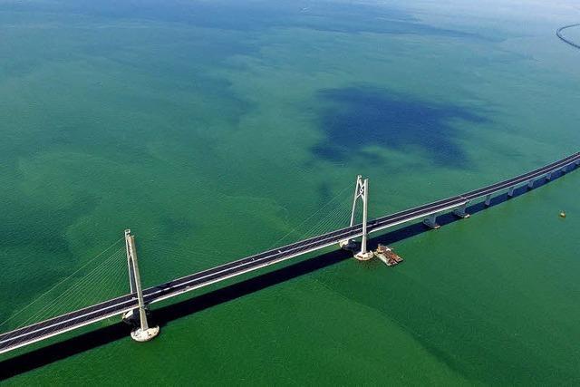 Umstrittene Rekordbrücke eingeweiht