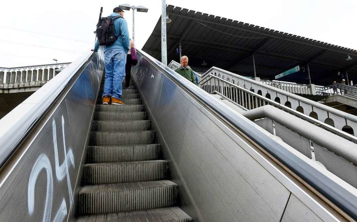 Die Rolltreppe am Freiburger Hauptbahn...und 3 wird es bis Februar 2019 dauern.  | Foto: Ingo Schneider