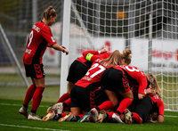 Riesenjubel bei den SC-Frauen nach dem Siegtreffer kurz vor Schluss
