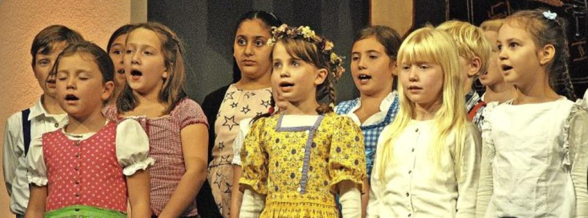 Eifrig und voller Freude sang der Kind...geisterte mit Witz und Können den Saal  | Foto: Ralph Fautz