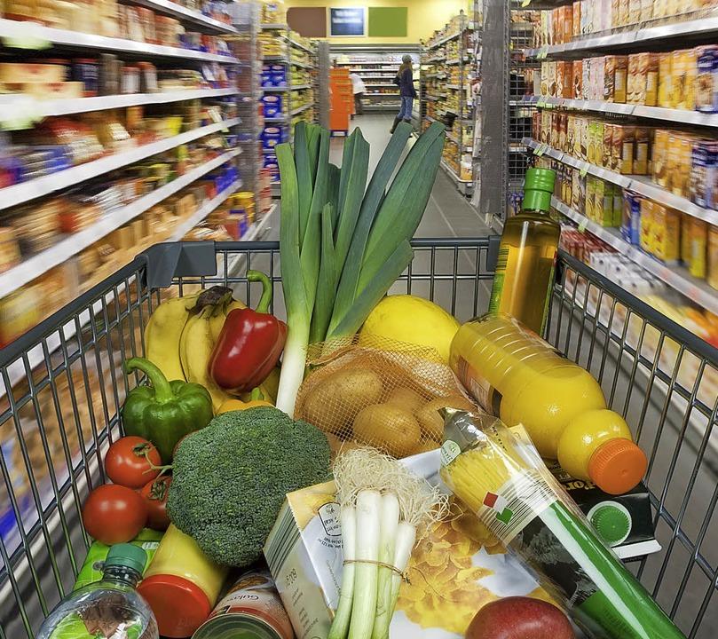 Woher kommen die Lebensmittel, die im Einkaufswagen landen?    Foto: dpa