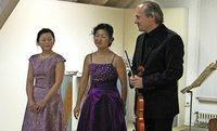 Virtuoses Konzert mit Klavier und zwei Violinen