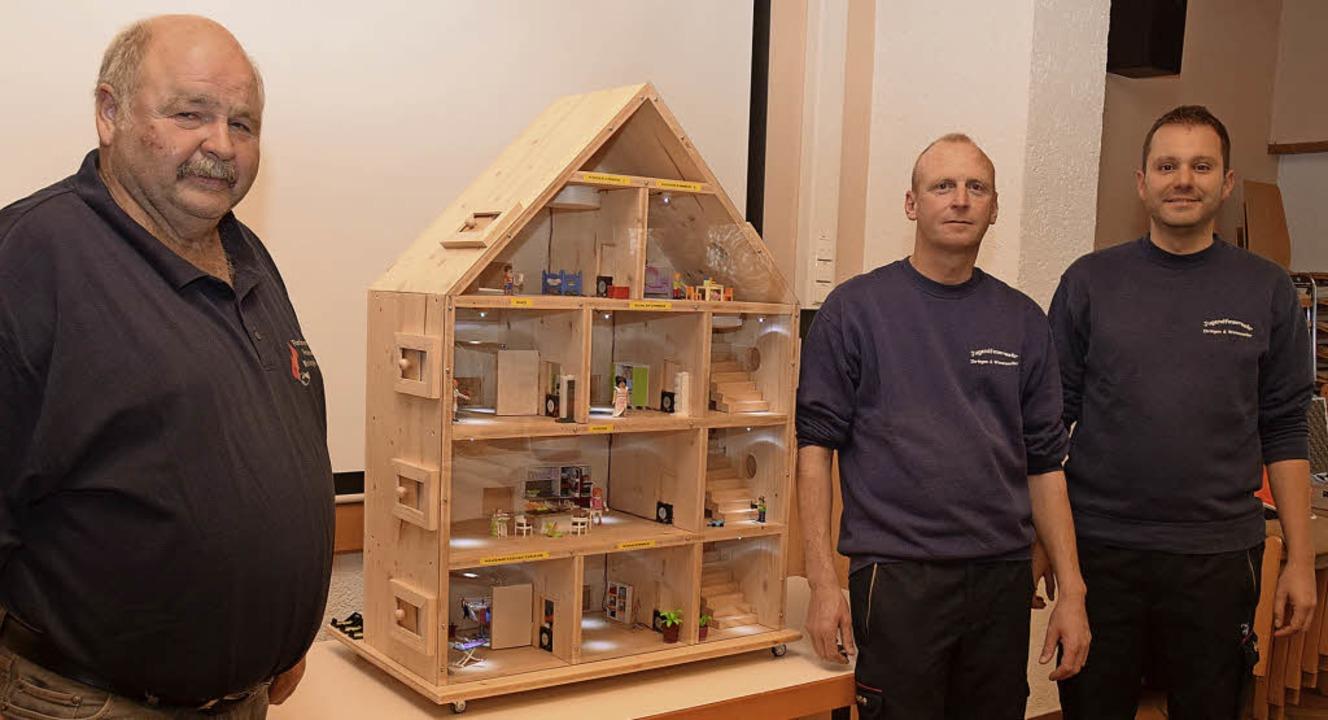 Gerd Kühnle, Vorsitzender des Förderve... freuen sich über das neue  Rauchhaus.  | Foto: Kai Kricheldorff