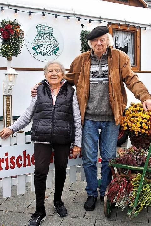 """""""Musik und Zirkus waren unsere W...s-Wagen bei der Chrysanthema bewirten.    Foto: Wolfgang Beck"""