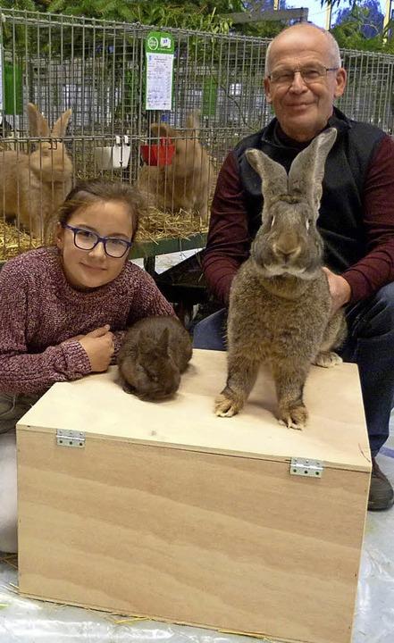 Armin Bühler, der Vorsitzende der Ihri...m Züchten von Kaninchen gefunden hat.   | Foto: Christine Weirich