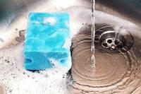 In einem Gramm Spülschwamm leben über 300 Millionen Keime