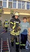 Schüler über Leitern gerettet