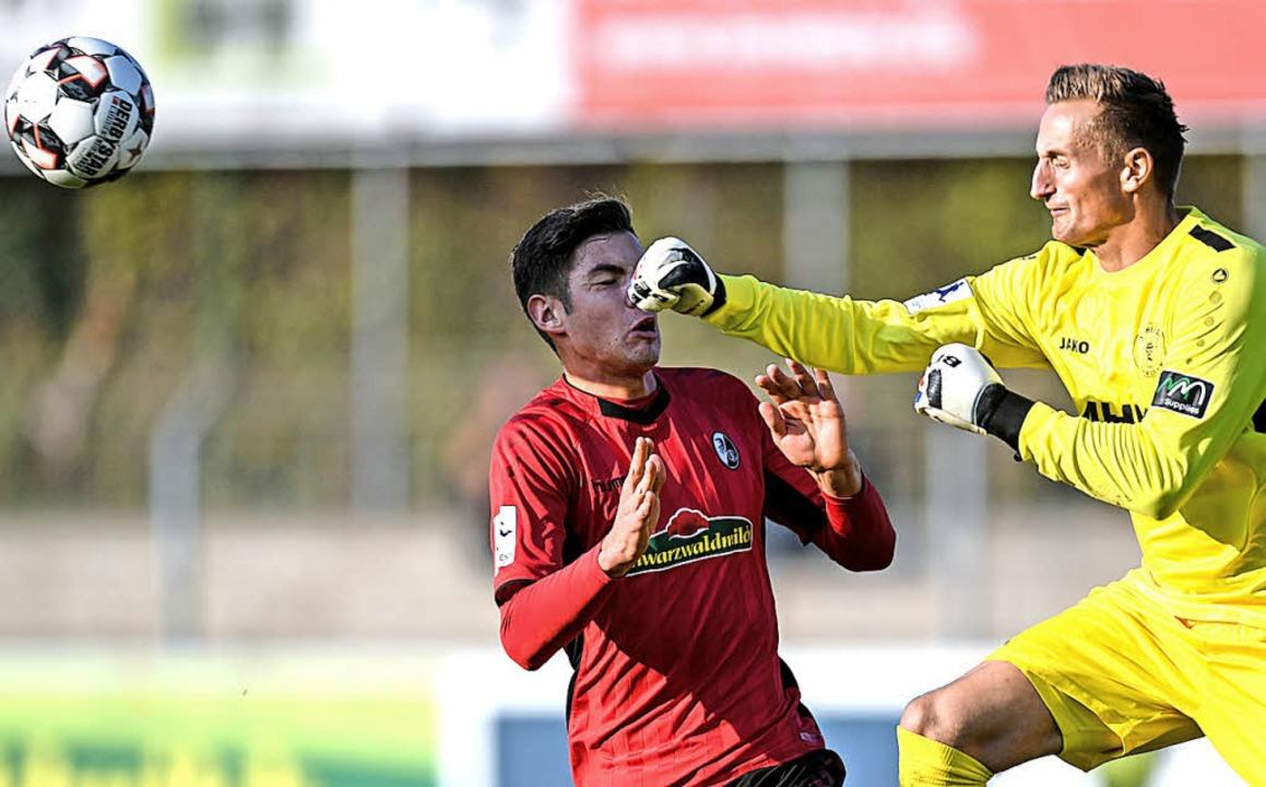 Hier kann Dreieichs Torhüter Pierre Kl...n SC-Treffer war das nicht der Fall.    | Foto: Patrick Seeger
