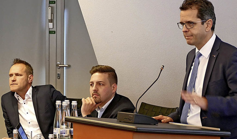 Vorstandsvorsitzender  Peter Rotteneck...r und Mario Leutner  als Coaches vor.     Foto: Constantin Hegel
