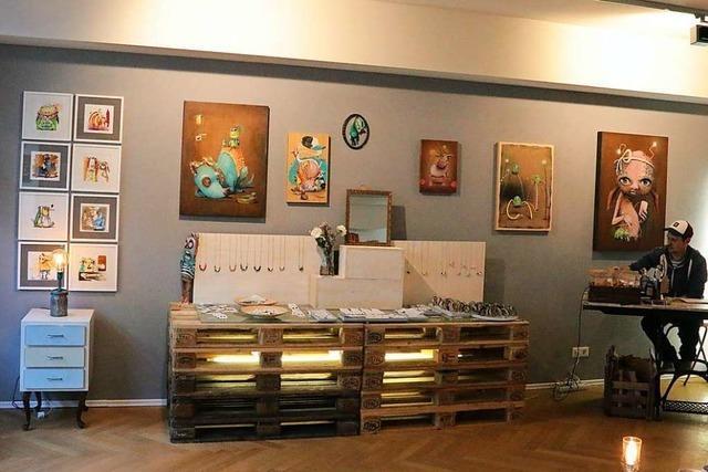 Altholz-Kunst und Vinyl-Schmuck: Zu Besuch im Pop-Up-Store an der Salzstraße