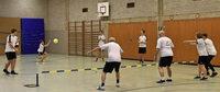 Beim TV Herdern wird generationsübergreifend Prellball gespielt