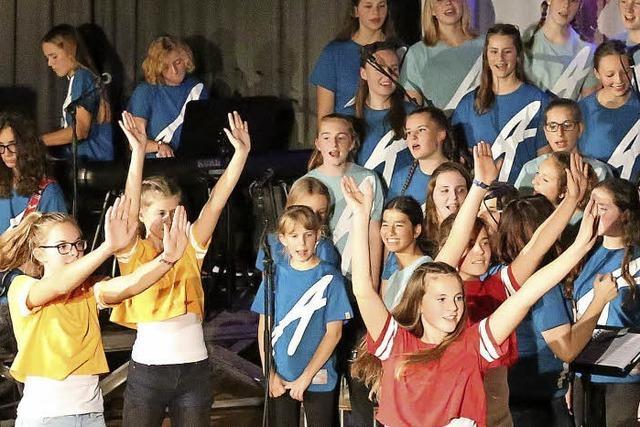 Jugendliche rocken Bühne