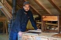 Dieser Schwarzwald-Schreiner baut neue Möbel aus antikem Holz