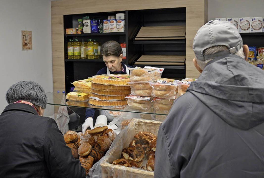 Die Kunden des Tafelladens kommen aus ...dt, etwa 100 bis 120 pro Verkaufstag.   | Foto: Horatio Gollin