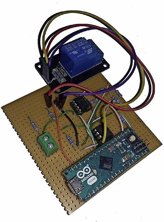 So sehen Sensor und Steuerung einer el...izung mit Arduino-Microcontroller aus.  | Foto: Susanne Gilg