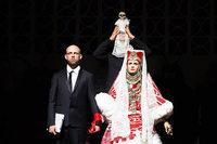 """Ein Regisseur sitzt in Moskau im Arrest und führt doch Regie: Kirill Serebrennikovs bitterböse """"Così fan tutte"""" an der Zürcher Oper"""