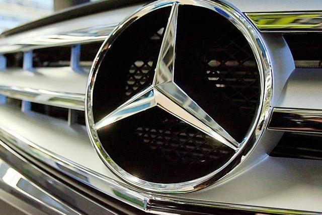 Exhibitionist berührt sich unsittlich – und fährt mit schwarzem Mercedes davon