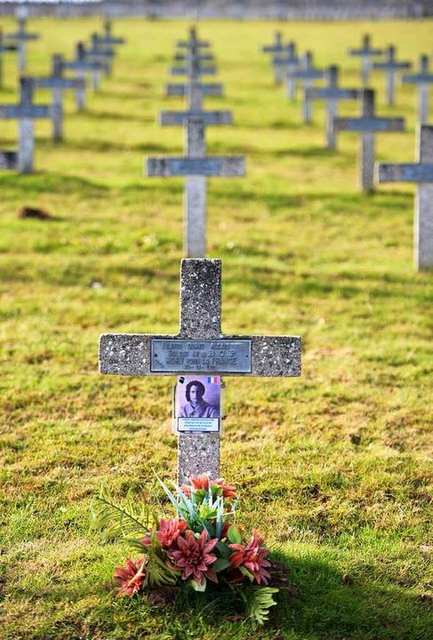 Steinkreuze sind auf dem Nationalfried...ft. Rund 30 000 Soldaten starben dort.  | Foto: Patrick Seeger