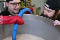 Wie zwei Hügelheimer ihr eigenes Bier brauen