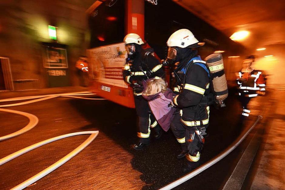 nächtliche Notfallübung im gesperrten Tunnel (Foto: Rita Eggstein)