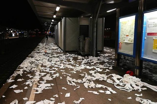 Fußballfans des FSV Mainz 05 randalieren im Zug