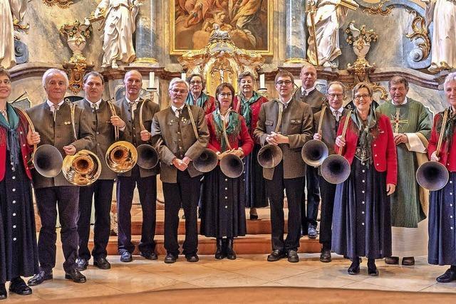 Jagdhörner krönen Messe