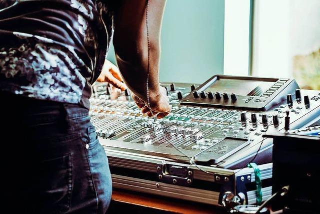 Auf dem Instrumentenflohmarkt gibt es jetzt auch Zubehör elektronischer Musik