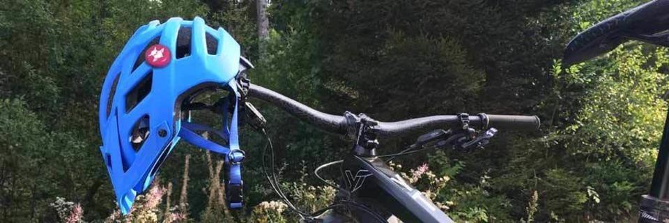 Drei Freiburger entwickeln ein Alarmsystem für Fahrradhelme
