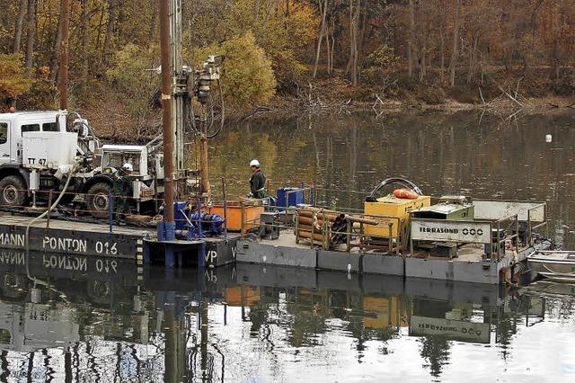 Die Bahn bohrt im Burgerwaldsee