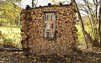 Holz- und Bücherstapel